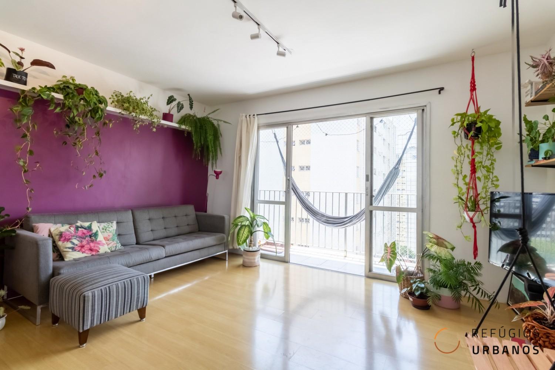 Moema Índios, apartamento super bacana de 109 m2 com varanda, 3 ótimos quartos, cozinha americana, 1 vaga. Andar alto.