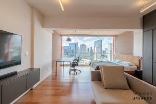 Entre a Vila Nova Conceição e o Itaim, studio de 46 m2. Prédio assinado. Ambientes integrados e modernos. Lazer completo. 1 vaga.