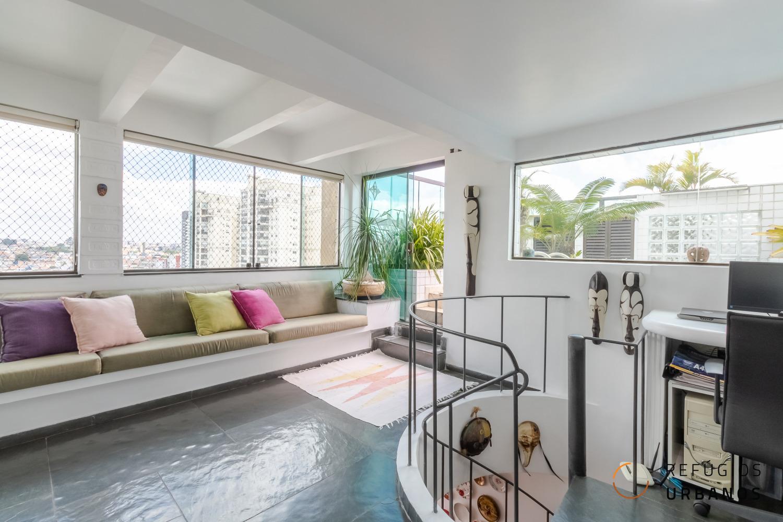 Uma cobertura especial na Vila Mascote. 120 m2, com 02 dormitórios, 01 banheiro mais um lavabo, 01 vaga. Sala íntima e deck com piscina.
