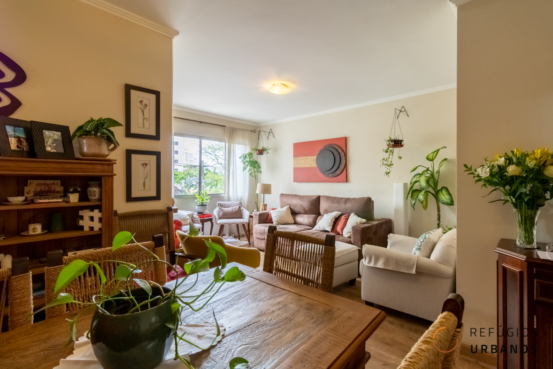Vila Mascote, apartamento com 02 dormitórios, 78 m2, 01 vaga com piscina e jardim. Rua calma e arborizada no coração da Mascote.