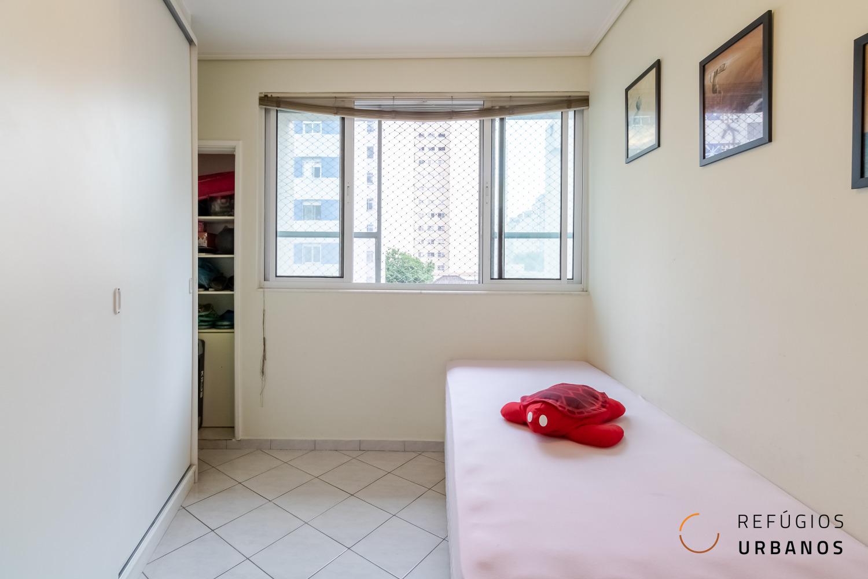 Apartamento na Santa Cecília com dois quartos. O prédio dos anos 50 está muito bem localizadono bairro e perto de tudo para uma vida a pé.