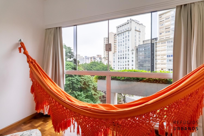 Apartamento no Largo do Arouche, Ed. Arlinda, do genial Franz Heep, com 74m2 construídos, um quarto e uma vaga, prontinho pra te receber.