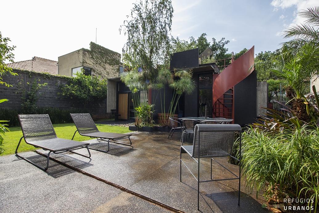 Oásis urbano, ou casa de arquitetura assinada