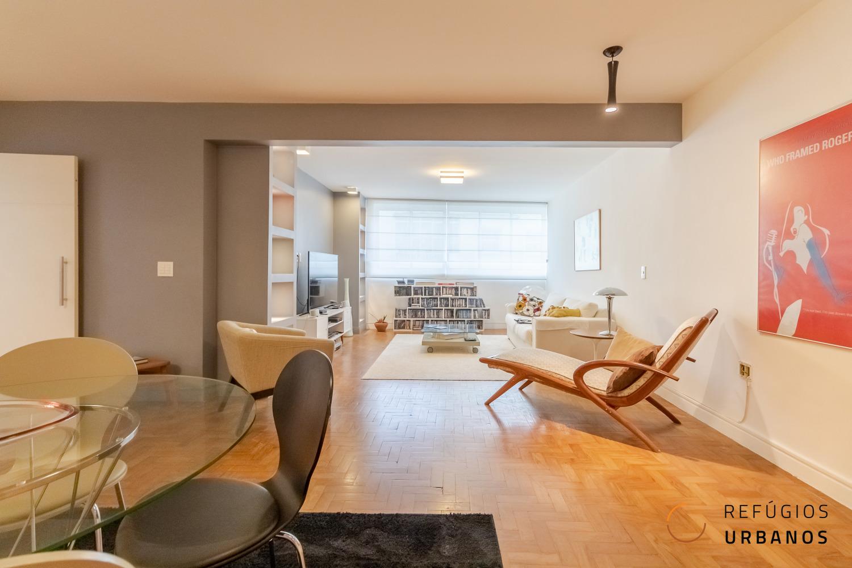 Três quartos com duas suítes em apartamento reformado em prédio dos anos 50 da rua Martim Francisco. 122m² com cozinha gourmet e sala ampla.