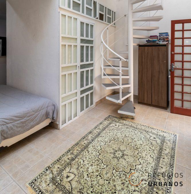 Casa de vila em Higienópolis na Rua Piauí, 130 m², 2 dormitórios com closet, sala para 3 ambientes, escritório, cozinha integrada e ateliê.