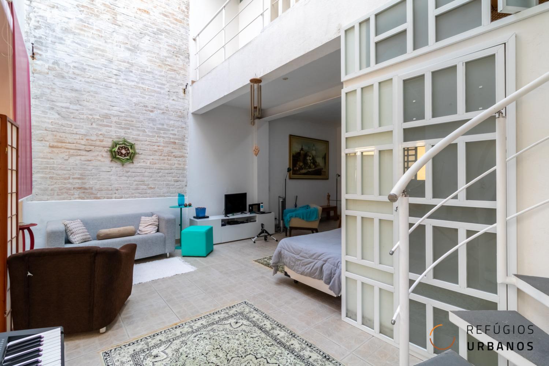 Casa de vila na Rua Piauí, 130 m², 2 dormitórios com closet, sala para 3 ambientes, escritório, cozinha integrada e ateliê.