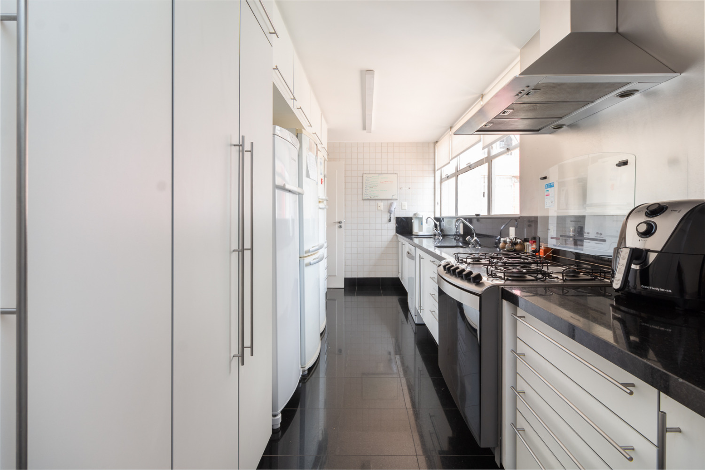 Tudo Apartamento maravilhoso com muita luz natural de 212m2, 4 dormitórios sendo 1 suite e 2 vagas no Jardim America!