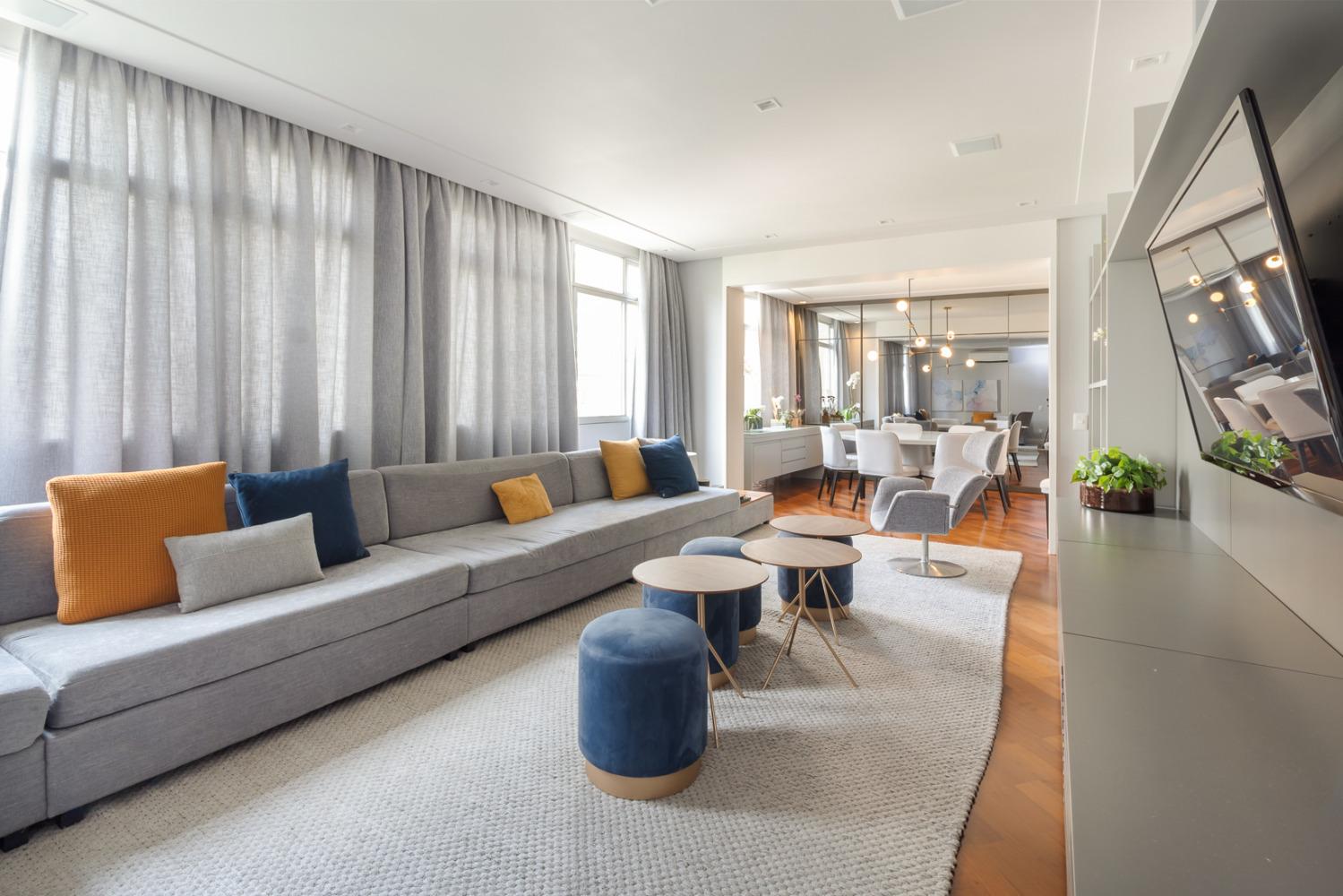 Apartamento maravilhoso com muita luz natural de 212m2, 4 dormitórios sendo 1 suite e 2 vagas no Jardim America!