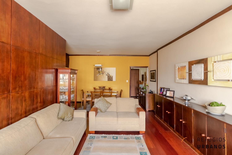 Apartamento de quase 150m2 com três dormitórios muito bem distribuído na Rua Augusta com potencial de reforma