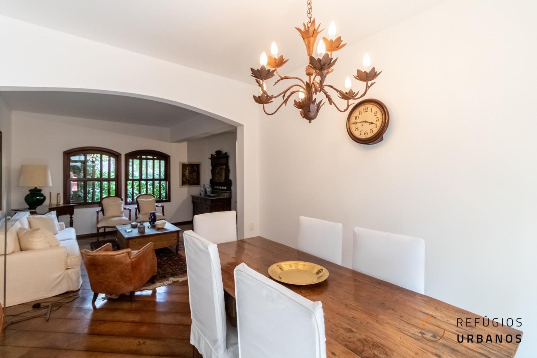 Se você procura um lugar aconchegante em pleno Baixo Pinheiros, esta casa de 190m² com 4 quartos pode ser o seu refúgio!