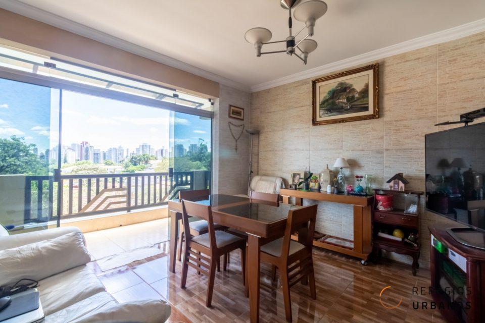 Casa espaçosa com piscina pertinho da Washington Luiz, com 286 M2, 05 dorm, 01 suíte, 02 banheiros. Churrasqueira, forno elétrico e quintal.