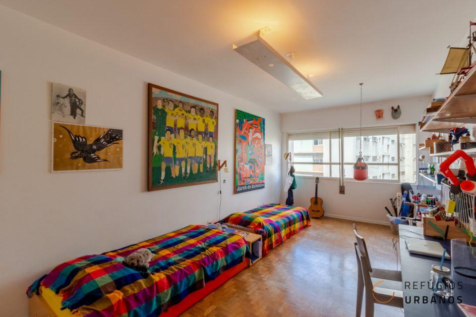 Apartamento na Vila Buarque, assinado por João Kon, com 199m2, 2 quartos, sendo uma suíte e uma vaga, com lazer e ótima localização.