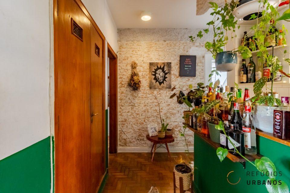 Apartamento na Bela Vista completamente mobiliado e reformado com 94 metros quadrados e dois dormitórios em predinho charmoso