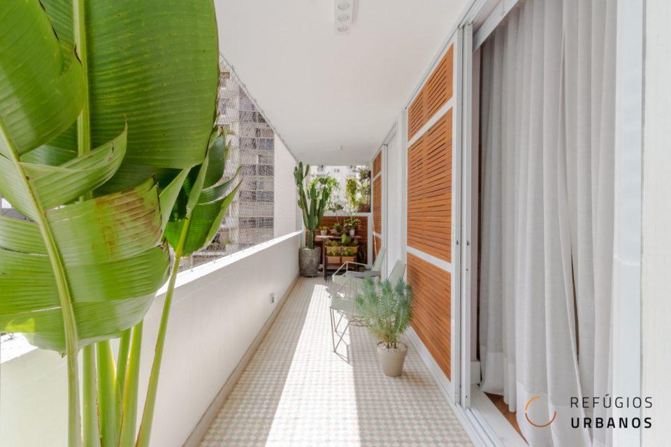 Apartamento em Santa Cecilia, 198m2, reformado com esmero, varanda, janelões, 3 quartos sendo uma suite e duas vagas na Gabriel dos Santos.