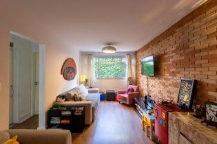 Moema Índios, apartamento charmoso e reformado com 75 m2, 2 quartos/1 suíte, 1 vaga. Cozinha americana e vista verde.