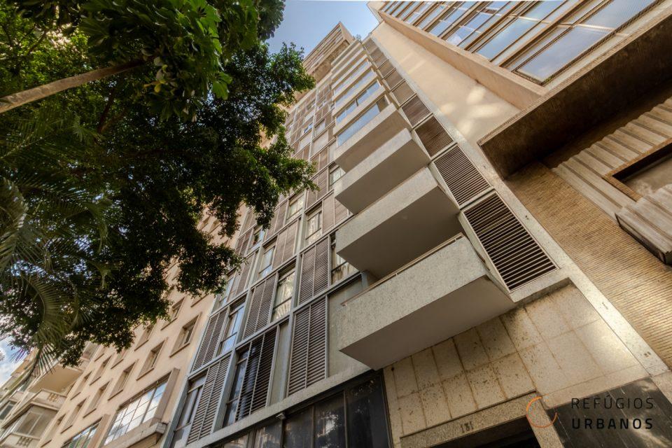 Um dos icônicos Prédios de São Paulo da avenida São Luís, República. Reformado, com muito espaço (191m²) e janelões do piso ao teto.