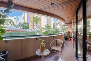 Moema Pássaros, apartamento com 146 m2, 4 quartos/1 suítes, 2 vagas de garagem, com varanda. Prédio com lazer completo.