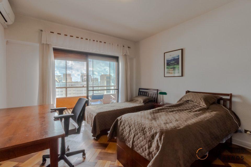Apartamento de 345 metros quadrados com três dormitórios, sendo uma suíte master e duas vagas de garagem na Consolacao