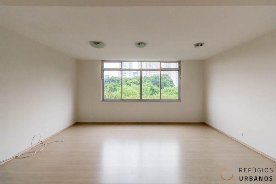 Apartamento no Jd Petrópolis de 90,65m2, dois dormitórios, reformadinho e próximo ao metrô da linha Lilás. Predinho antigo sem elevador. 1vg