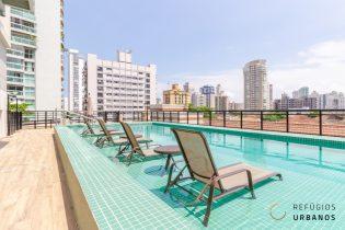 Apartamento no Embare, novíssimo, com 74m2, planta livre, possibilidade de suíte, 1 vaga e 1 depósito a poucos metros da praia.