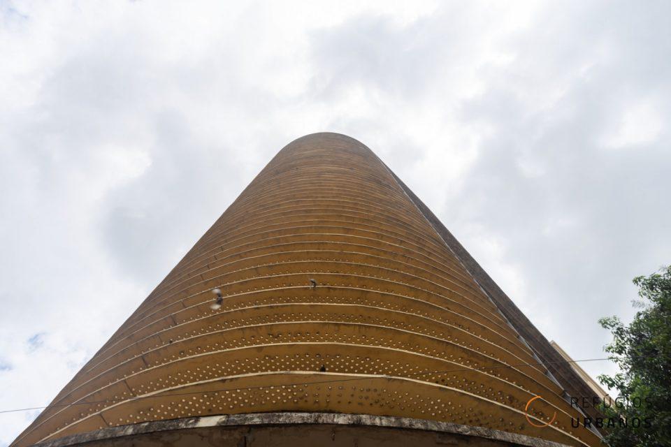 37m² para reforma em studios no edifício Montreal. Oportunidade para investir ou morar no Centro Histórico e ter vista livre da cidade.