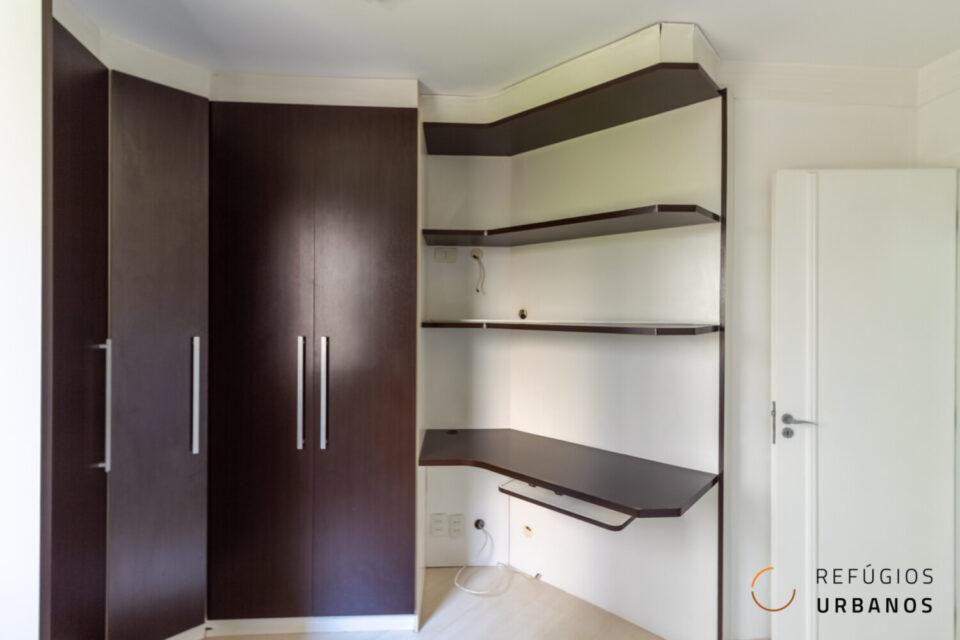 Um bonito, amplo e luminoso apartamento no bairro da Aclimação com 63,4M², dois quartos, sala, varanda e uma vaga em plena Av. da Aclimação.