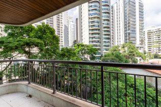 Campo Belo, 198,60 m2, ao lado do metrô Campo Belo. Excelente planta 3 suítes com varandas. Vista verde. 3 vagas com depósito.