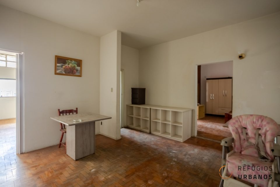 Apartamento no Edifício Montreal de Oscar Niemeyer. Dois imóveis que totalizam 74,83 m² para reformar e aproveitar a melhor vista da cidade.