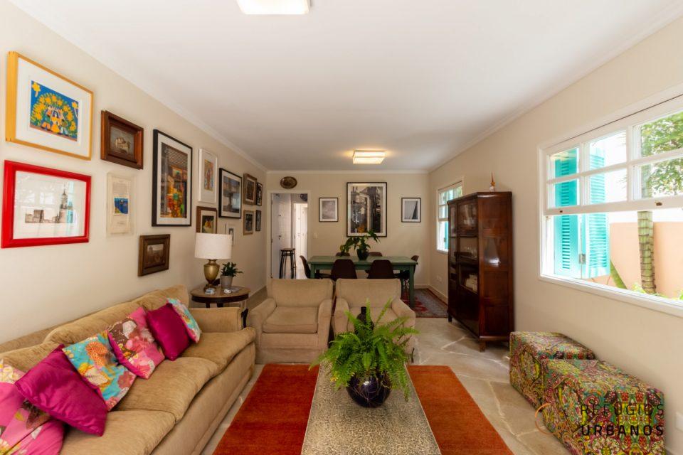 Entre Vila Madalena e Sumarezinho, casa de 190m² com 4 quartos e um quintal dos sonhos, com muito verde e iluminação natural