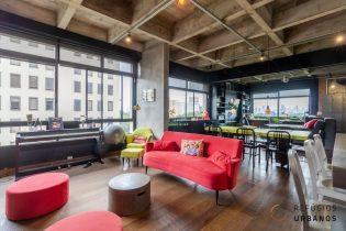 Loft descortinado, com 98 metros quadrados de área útil, sendo 1 suite, com uma reforma super descolada no Itaim!