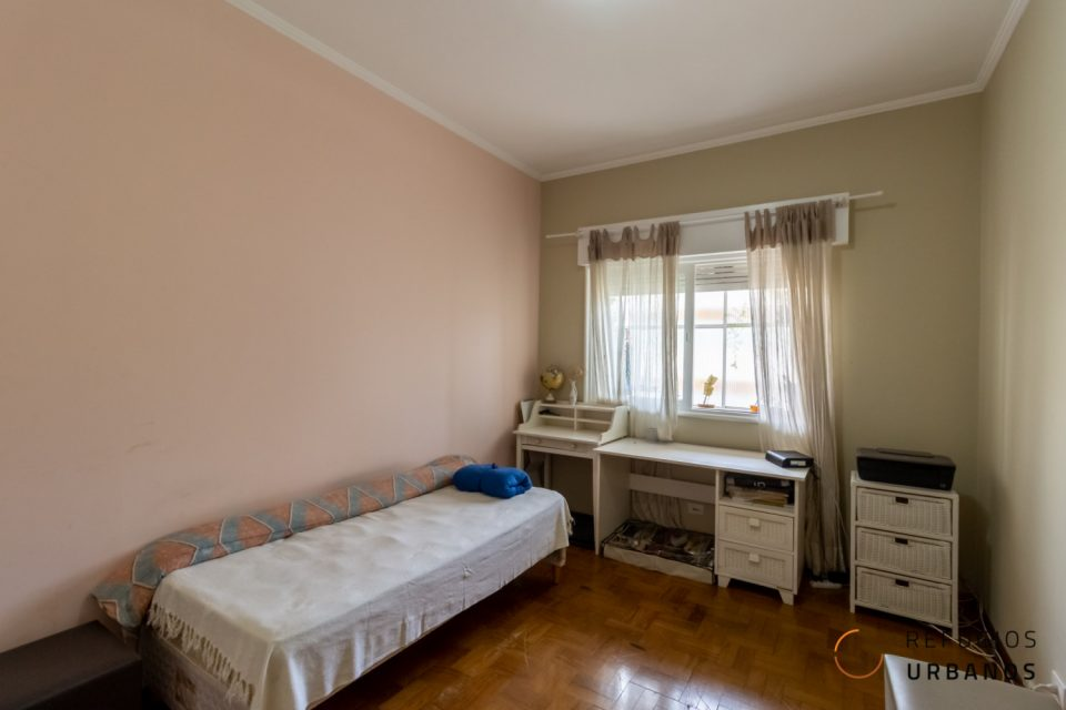 Prédio dos anos 60, na Rua Dona Antônia de Queirós em Higienópolis. 104m² para reforma. Dois dormitórios e um terceiro quarto multiuso.