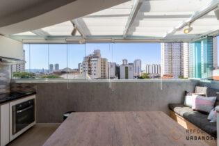 Lindo apartamento de 46m2, 1 suíte, vaga, e área externa super ensolarada em condomínio com lazer completo na Barra Funda.