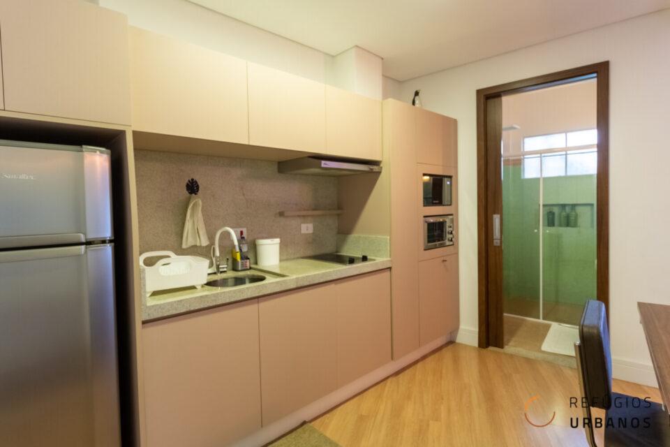 Um studio reformado de 43,31 m² no edifício Germaine Burchard, na República. Com varandinha, está pronto para morar ou anunciar no shortstay.