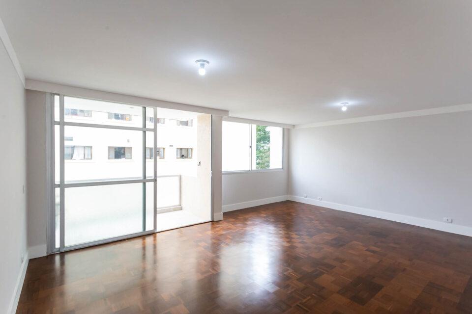 """Em Santa Cecilia, este apartamento fica na """"deliciosa"""" rua São Vicente de Paula. Com 153 m², possui sala ampla com varanda e lavabo, 3 quartos sendo uma suíte, cozinha ampla e arejada, 1 vaga."""