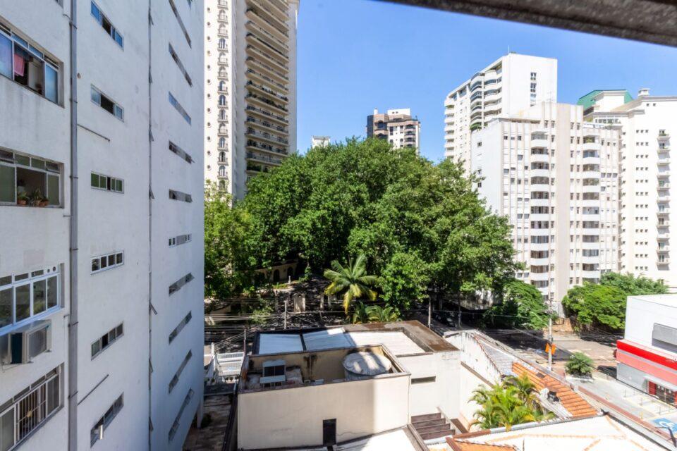 Apartamento para reforma total de 83 metros quadrados, 3 dormitórios, sendo 1 suite e uma vaga, em super localização no Jardim America!