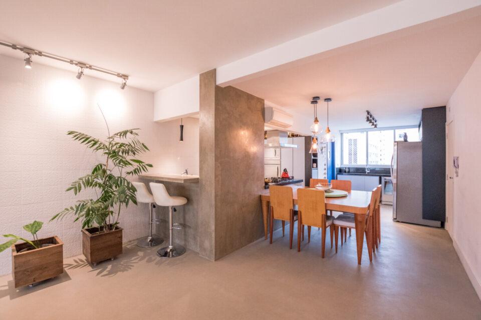 Localizado em Santa Cecilia, este apartamento com 168m², andar alto, reformado, possui ampla sala com varanda, cozinha integrada, 3 quartos sendo 1 suite.