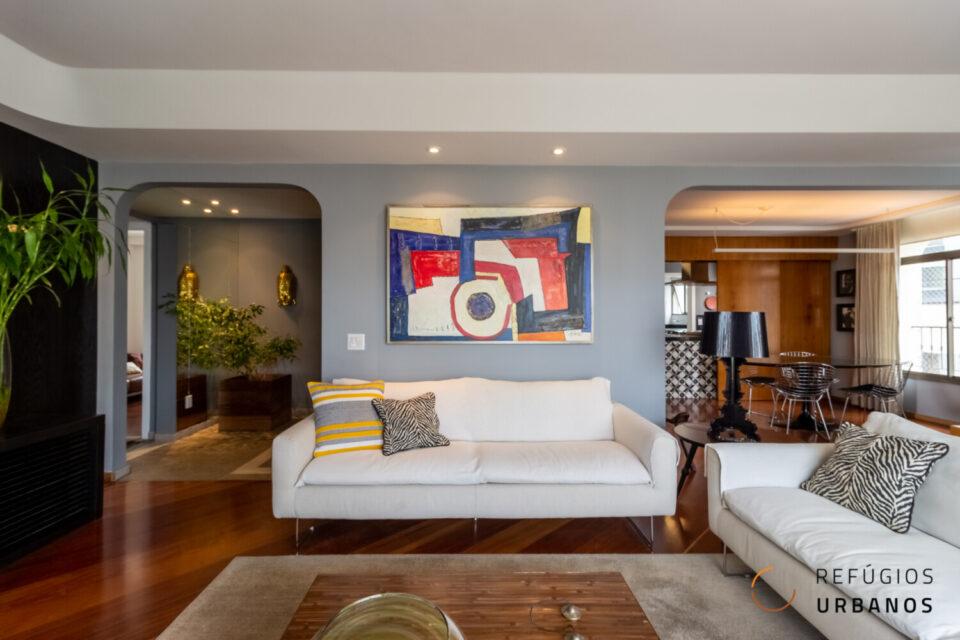 Apartamento em Santa Cecilia com 184m2, 3 quartos, sendo 2 suites, 3 vagas, reformado, varanda e vista para o Pacaembu em prédio com lazer.