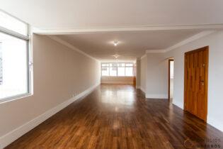 Em Santa Cecilia, localizado na tranquila rua Emílio de Menezes, este apartamento de 206 m² foi todo reformado. Com ambientes amplos e planta para 3 quartos sendo 1 suíte, oferece também 2 vagas de garagem.