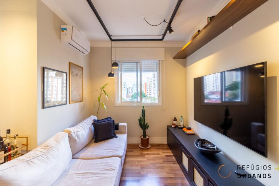 O apartamento que é um investimento no Bairro da Saude, ainda mais lindo e reformado a 500 metros andando da estação Sao Judas. Com 57m2 muito bem distribuídos, 1 suíte e varanda aconchegante.