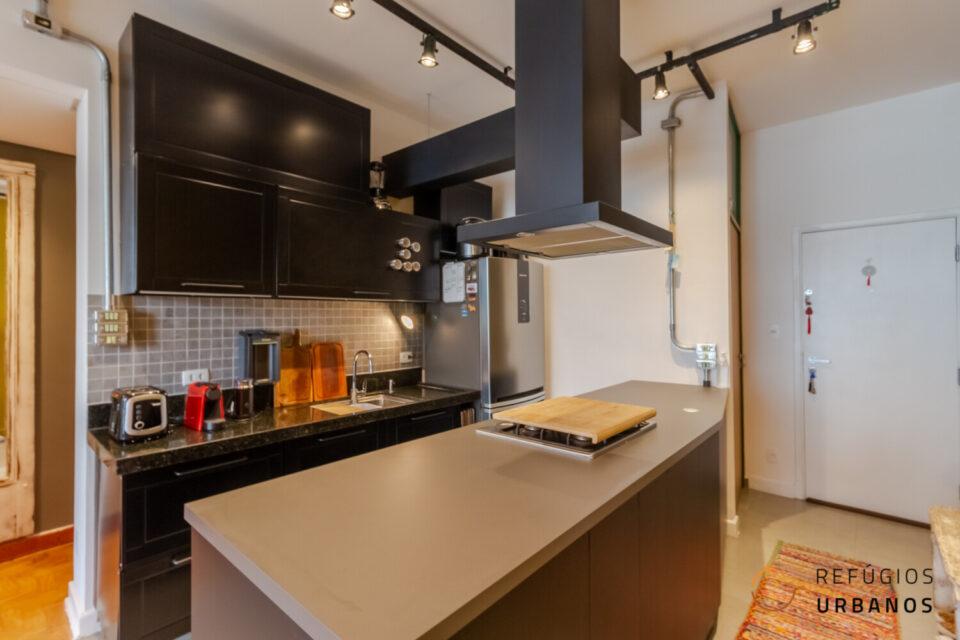 Apartamento em andar alto com vista para o parque minhocão na Vila Buarque. São 72,45 m² com janelão, cozinha integrada e duas suítes!