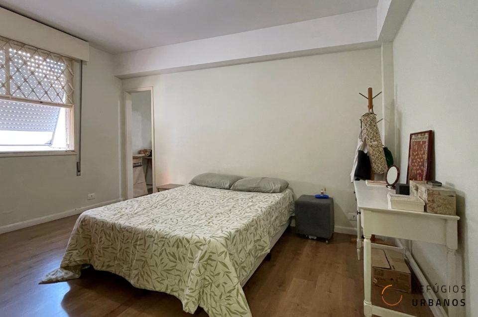 Apartamento em predinho em rua tranquila do Gonzaga com 145m2, 3 quartos sendo uma suíte, sala ampla e uma garagem só sua.