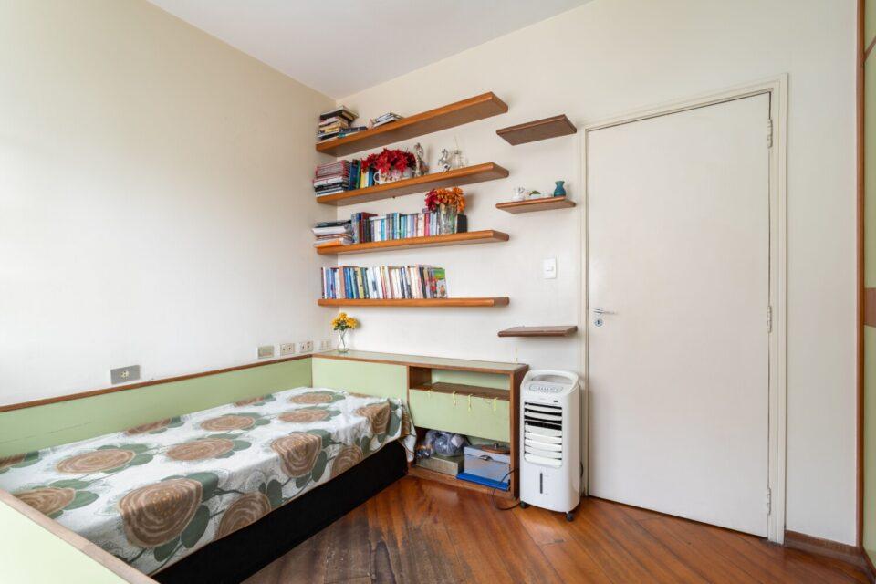 Amplo e ensolarado apartamento em Santa Cecilia, quase Higienopolis. 120m2, com 3 dormitórios (1 suíte), 3 banheiros + lavabo + vaga coberta. Andar alto em rua tranquila.