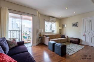 O apartamento de 76m2, 3 dormitórios fica na Correia de Lemos, a rua queridinha da Chácara Inglesa. Onde se faz tudo à pé e está à 750m do metrô Praça da Árvore