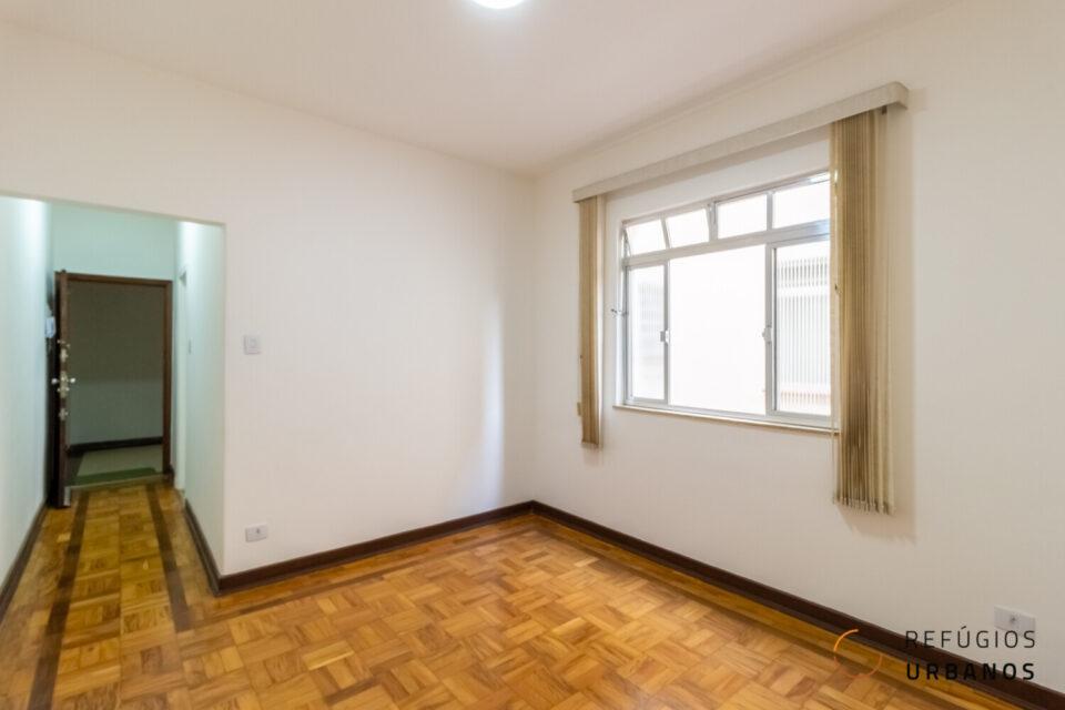 Apartamento em predinho no bairro da Vila Clementino, a 400 metros andando da estação Hospital São Paulo. Com 55m2 muito bem distribuídos, 1 suíte e janelões. Um baita investimento.