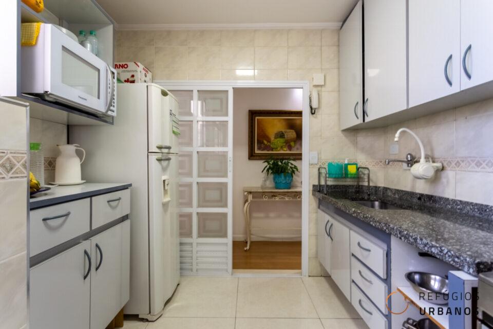 Em Santa Cecilia, apartamento todo reformado com 60m2, 2 dormitórios + vaga privativa, à 350 metros do metrô e com comércio próximo.