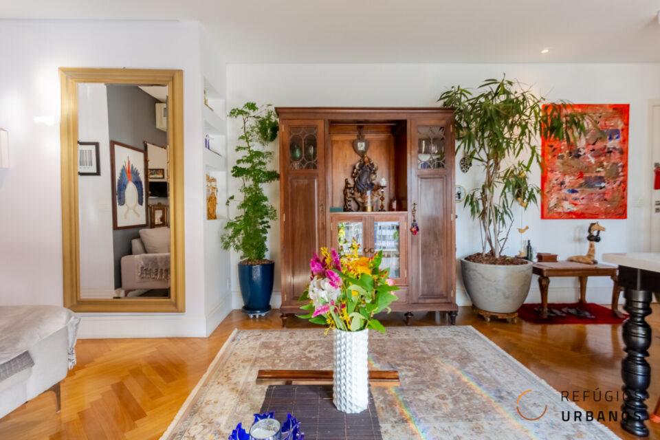 Apartamento impecável de 74m2 com dois dormitórios, sendo uma suíte, super reformado e repleto de marcenaria do lado do shopping Frei Caneca
