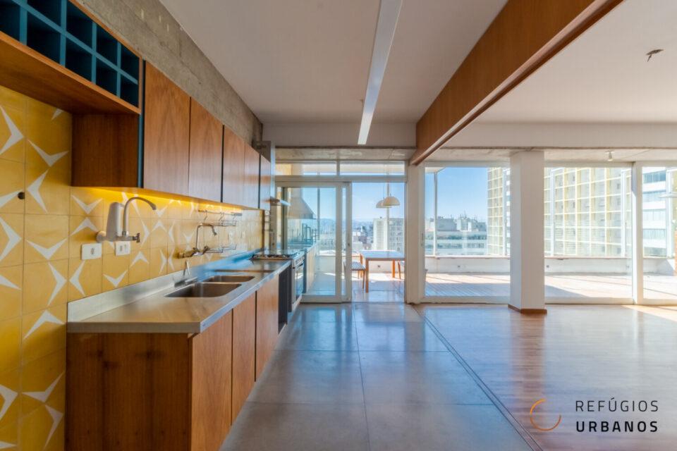 Cobertura penthouse em Higienopolis com 242m2 com área externa espetacular, 3 quartos, sendo uma suíte, e uma vaga.
