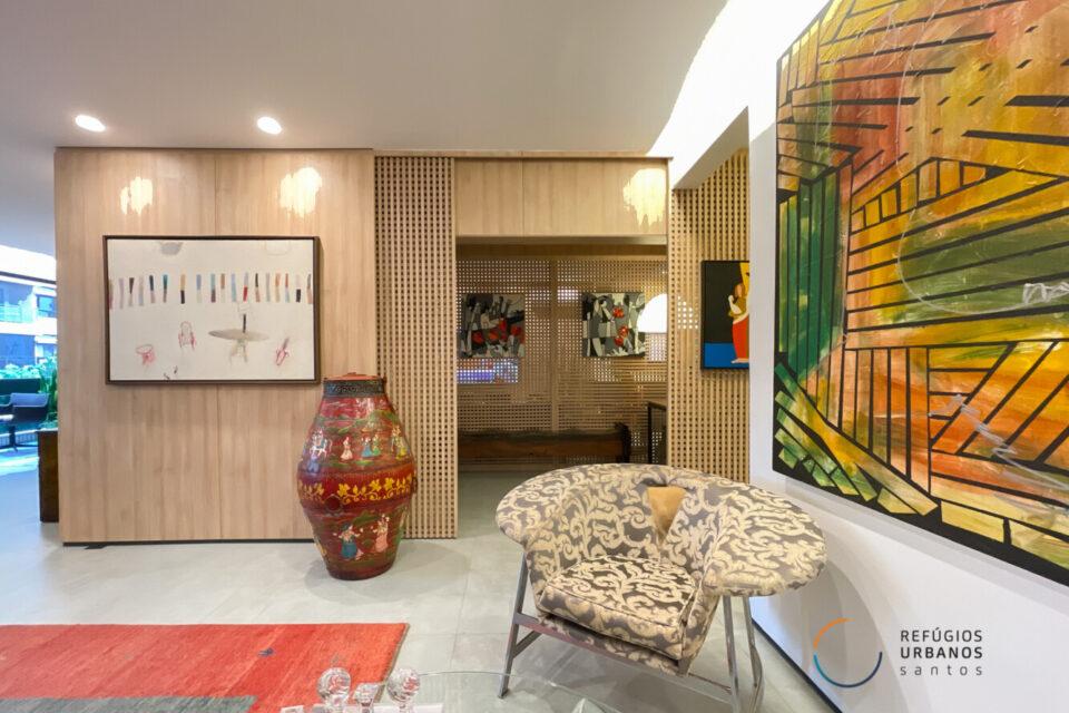 Na Vila Rica, em uma das ruas mais cobiçadas de Santos, um apartamento de 246m2, 3 suítes, reversível para 4, reforma impecável.