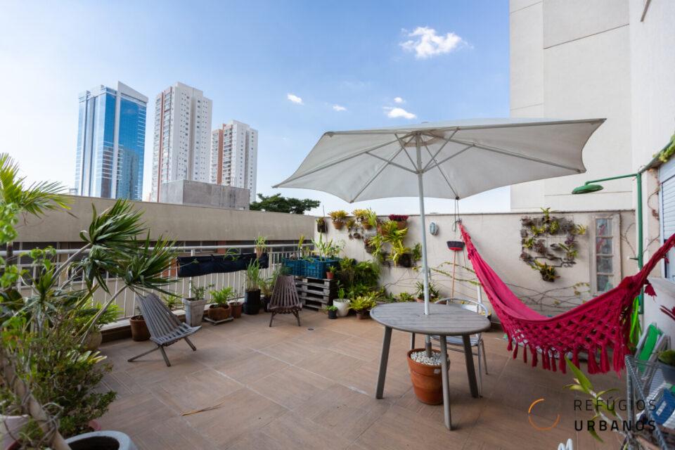 Apê com garden na Barra Funda, com 96m2 de área privativa, sendo 30m2 de área externa, 2 dormitórios + vaga. Condomínio com lazer completo.