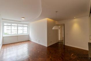 Apartamento de 87,16 m² em prédio modernista da avenida Higienópolis, construído na década de 70. Dois quartos sendo uma suíte com closet.